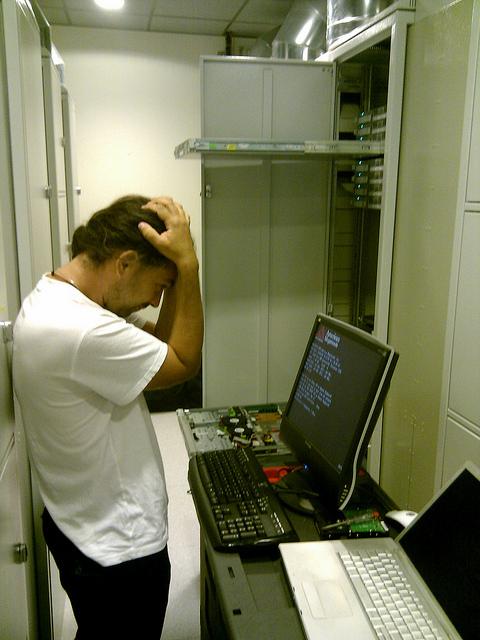Greg configurant les nouveaux serveurs